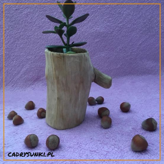 kubek z rączką z drewna
