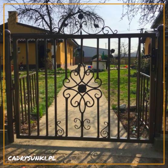 brama metalowa kuta