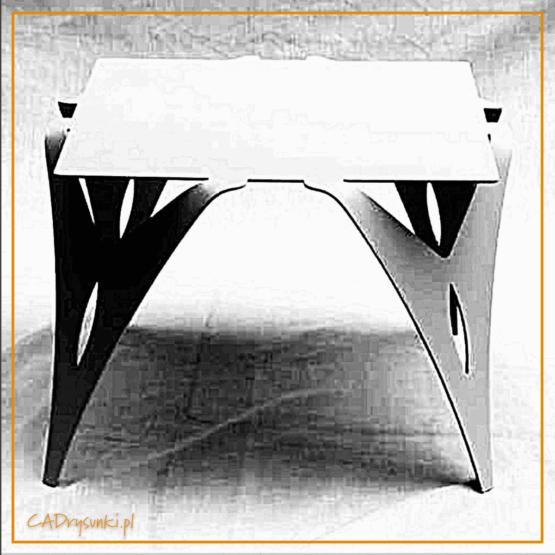 Stół kwadratowy z nogami artystycznymi wykonanymi z grubej stalowej blachy wycinanej laserowo w ciekawe kształty.