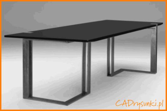 Duże stalowe biurko z drewnianym blatem.