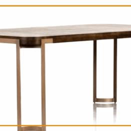 Stół brązowy obiadowy do salonu lub jadalni z metalowymi nogami.